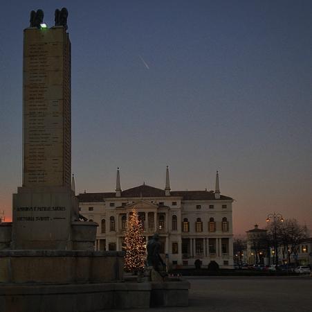 Piazza iv novembre noventa vicentina aggiornato 2019 for Arredare milano piazza iv novembre
