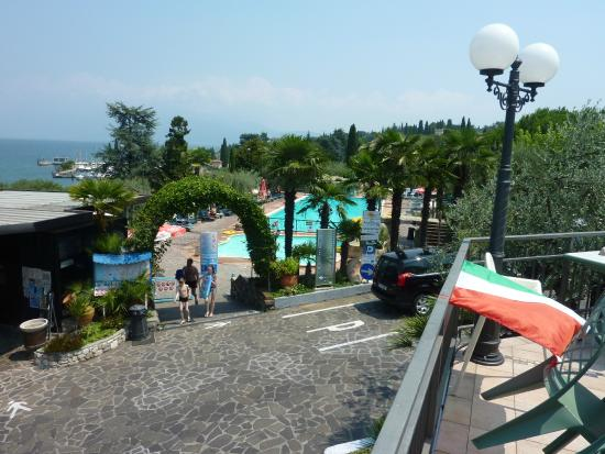 Camping Eden Village : Lower pool