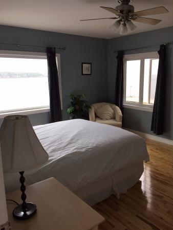 Bay Wind Suites: The bedroom