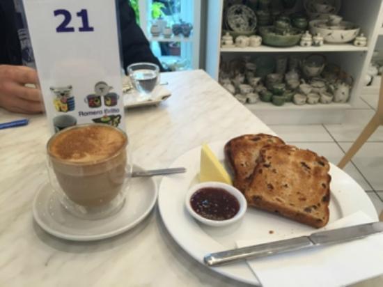 Mahalia Coffee: coffee and fruit toast