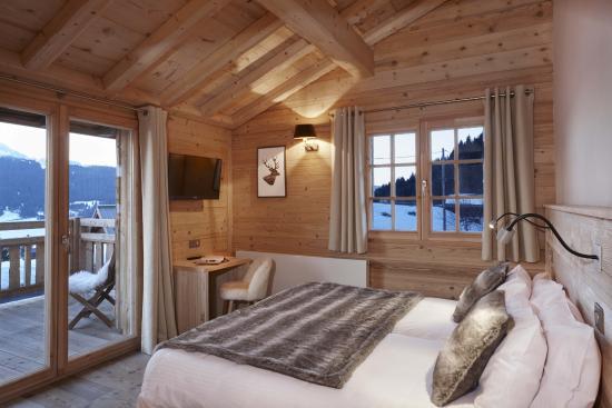 chambre double ambiance chalet - Photo de Le Chasse Montagne ...