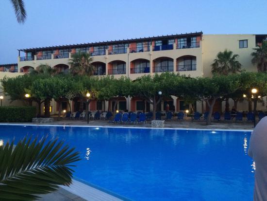 Mare Monte Beach Hotel : Bazén/swimming pool