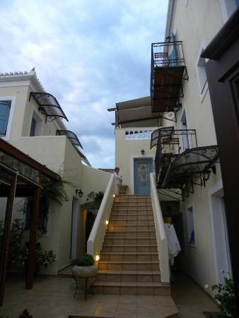 Guesthouse Niriides : Hotel stairs