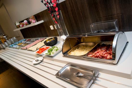 Hotel Chambord: buffet petit déjeuner