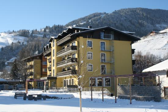 Hotel Pinzgauerhof: The hotel is situated between Zell am See and Kaprun, surrounded by legendary skiing regions.