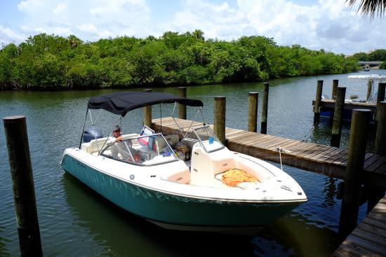Jupiter, FL: Cobia 220, with Yamaha 200 4-stroke