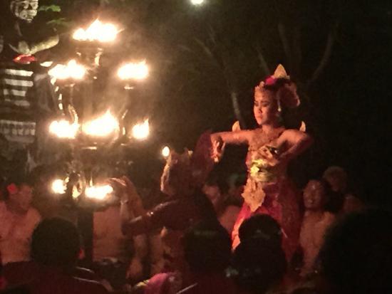 Pura Dalem Bentuyung Temple: Fire Dance