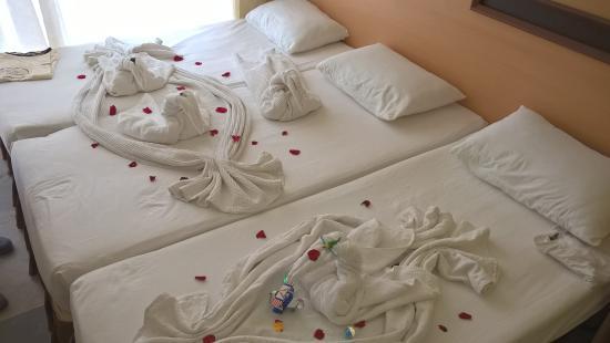 "Ozgurhan Hotel: ""красота"" на кроватях"