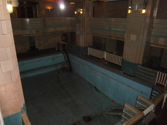 Inside one of the old suites picture of the queen mary - Queen mary swimming pool victoria ...