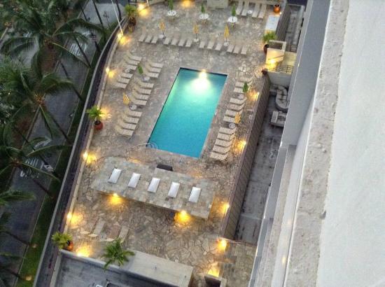 Ambador Hotel Waikiki Swimmingpool