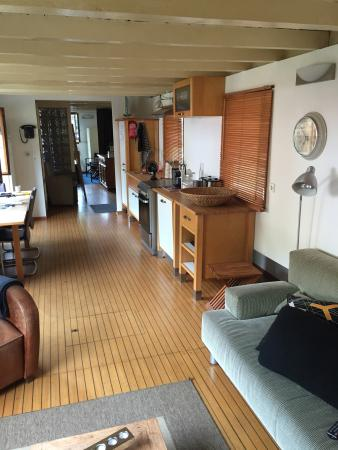 The Guest-Houseboat: photo0.jpg