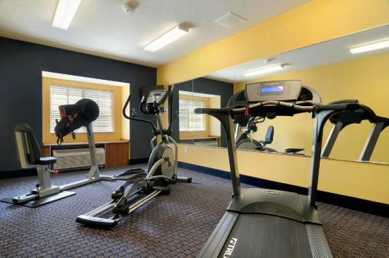 Microtel Inn & Suites by Wyndham Columbus/Near Fort Benning : Fitness Room