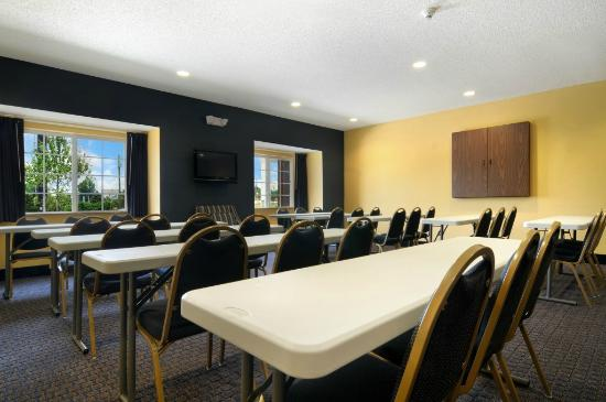 Microtel Inn & Suites by Wyndham Columbus/Near Fort Benning : Meeting room