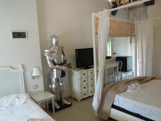 """Hotel Fabrizio : camera arredata a tema """"medioevale"""", spettacolare !!!"""