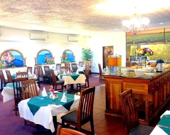 Evander Villas: Tuscan Villas Styled Restuarant