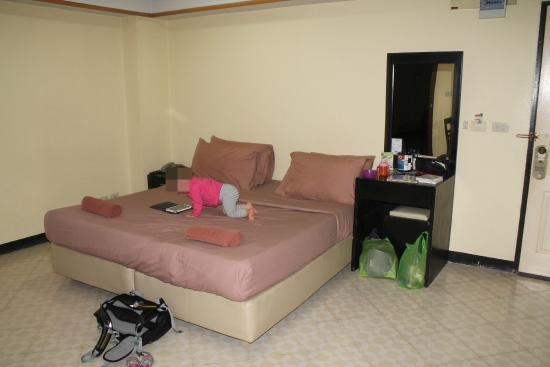 The Lima Place Hotel : comfy king-size bed