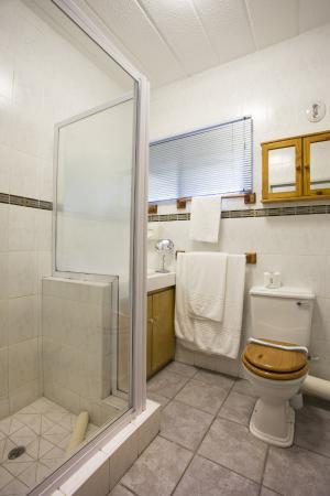 Evander Villas: Suite Bathroom