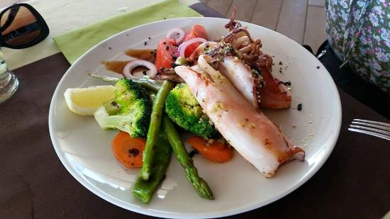 calamari a la plancha - Foto di Restaurante Ses Roques, Cala Comte ...