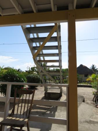 Lydia's Guesthouse: View from the ground floor veranda towards the beach