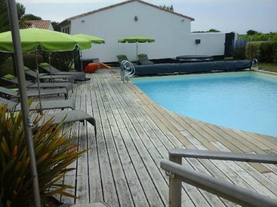 L 39 espace piscine avec vue sur les vignes picture of les for Camping moustiers sainte marie avec piscine