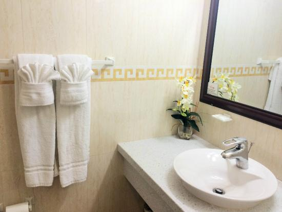 Baker's Suites: Bathroom