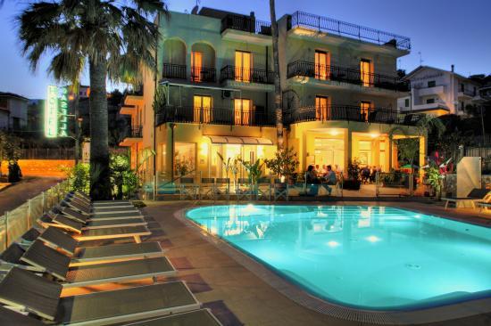 Hotel casella pietra ligure italie ligurie voir les for Hotel liguria milano