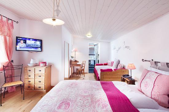 chambre photo de auberge de la gare grandvaux tripadvisor. Black Bedroom Furniture Sets. Home Design Ideas