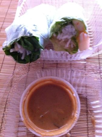 Took home 2/4 spring rolls with peanut sauce Papaya salad Green Tea ...