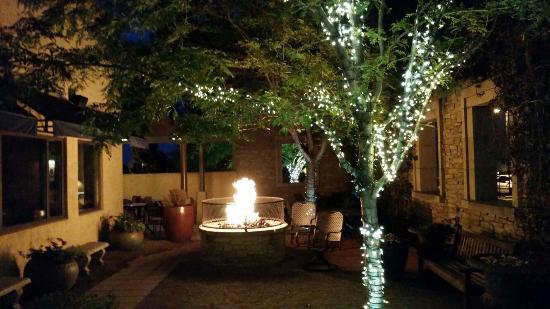 Hacienda Colorado : Nice evening ambience!