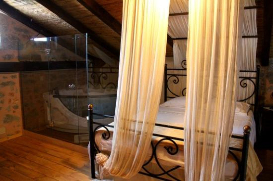 Ktima Karageorgoy: Our loft bedroom