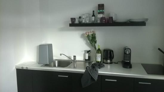 citystudios: kitchen area
