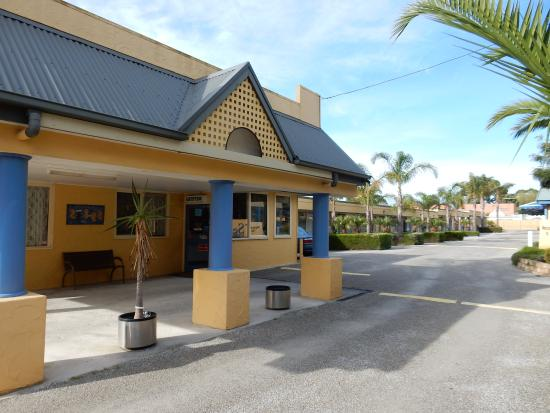 Seahorse Motel: Tastefully landscaped.
