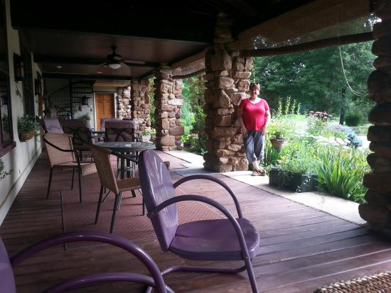 Keezletown, VA: The covered porch, perfect for some R&R...!
