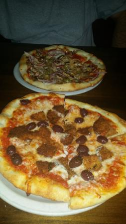 Rosa's Pizzeria: The eggplant topping was thin and breaded