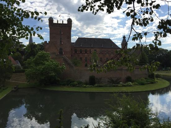 Kasteel Huis Bergh: Beautiful and special