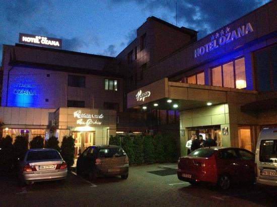 Hotel Ozana: HOTEL BY NIGHT