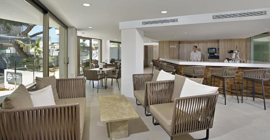 Alua Hawaii Mallorca & Suites: Bar (Suites Building)