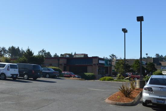 Ashley Inn and Suites : Starbucks in front of the hotel