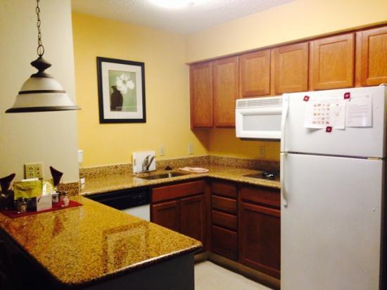 Residence Inn Brownsville: Kitchen area