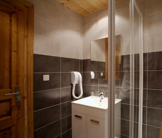 Hotel La Pointe Percée : salle de bains