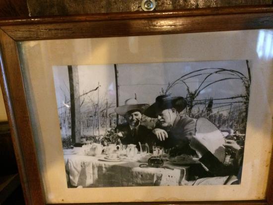 Locanda La Cipriana: Hemingway causing Cipriani's three day hangover