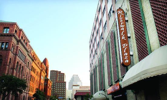 Riverwalk Plaza Hotel & Suites: Exterior