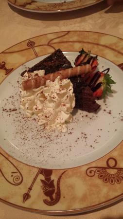 Greek Village: Lovely Layout, amazing food!