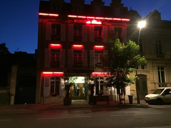 Hotel de Paris: Hotel at nigt