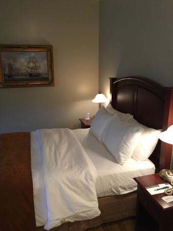 Lunenburg Arms Hotel: Bedroom