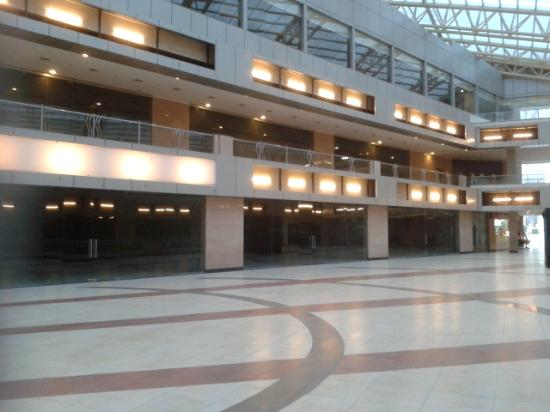 Savoy Suites Manesar: An empty shopping centre