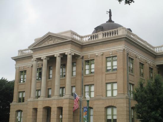 South side of Williamson County Courthouse in Georgetown, Texas