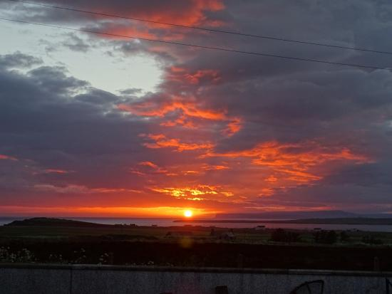John O'Groats Guest House : Sunsetting over the Orkneys