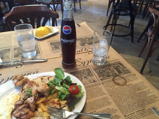 To Elliniko: Amazing chicken souvlaki! Great white Taramas.. Great service. Perfect dinner
