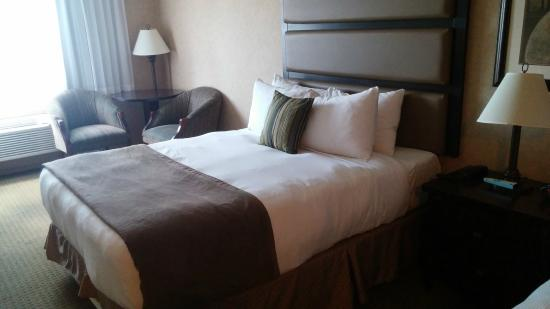 BEST WESTERN PLUS Prestige Inn Radium Hot Springs: Bedroom